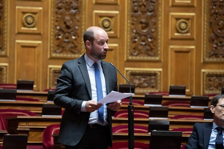 Débat sur l'application Stop Covid